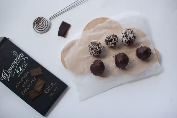 chocolateapricotblissballs